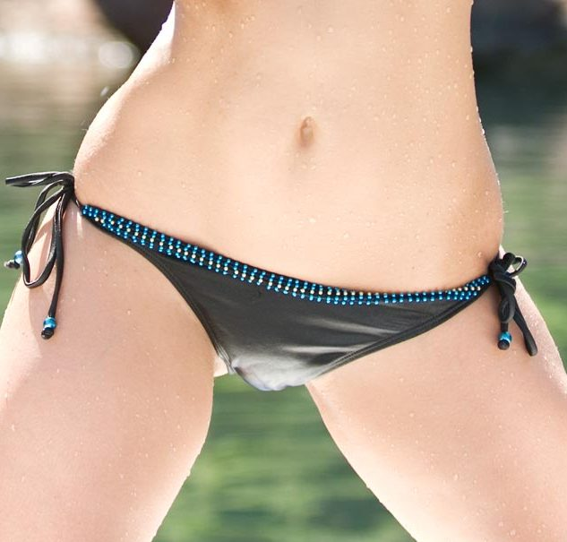 Firts crotch bikini Darius